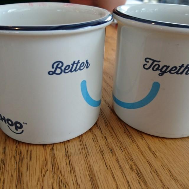 Caf con leche con sus simp ticas tazas restaurante for Tazas cafe con leche